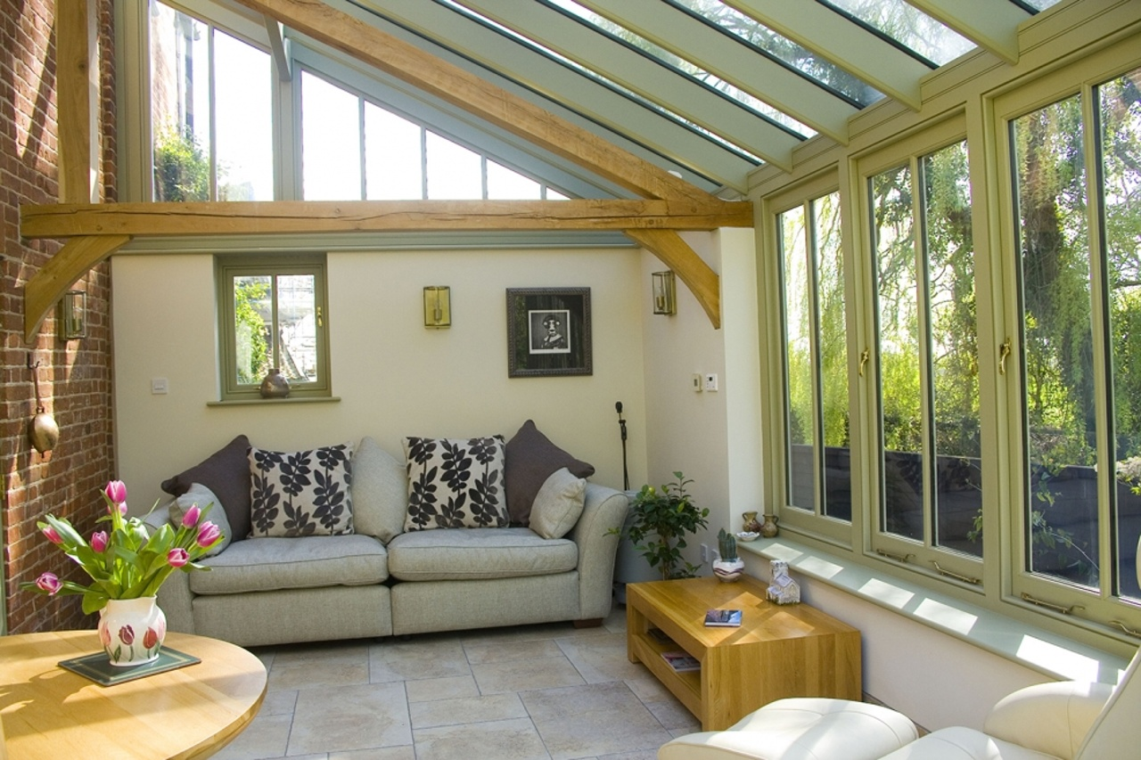 Traditional-style Conservatory